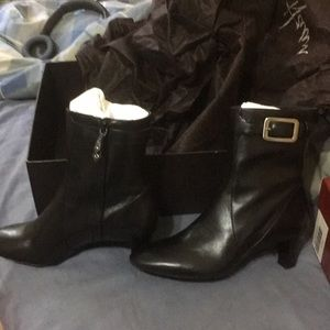 Women's Air Lynda Cole Haan boots size 6.5